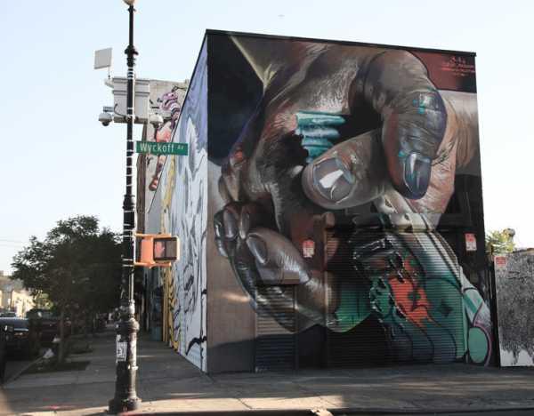 Street artist Case Maclaim for Heliotrope