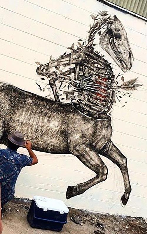 Street Art Roundup : Alexis Diaz at work Honolulu (Feb 2015)