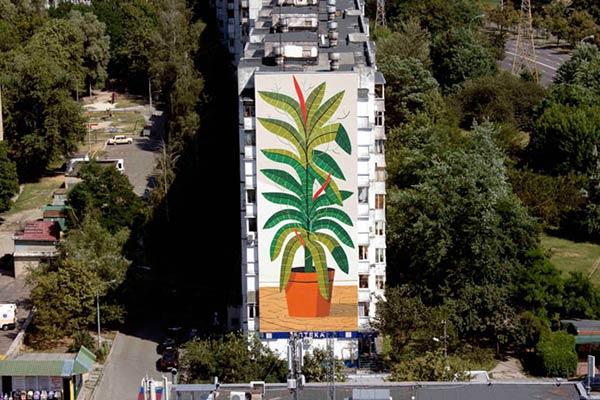 Agostino Iacurci in Kiev for Mural Social Club Festival/NGO Sky Art Foundation. (photo © Maksim Belousov)